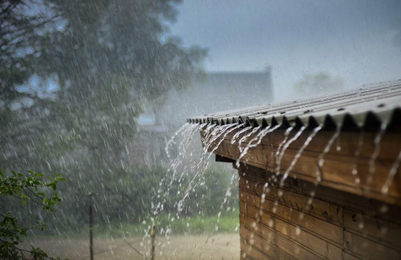 屋根の雨漏りが心配になるような大雨