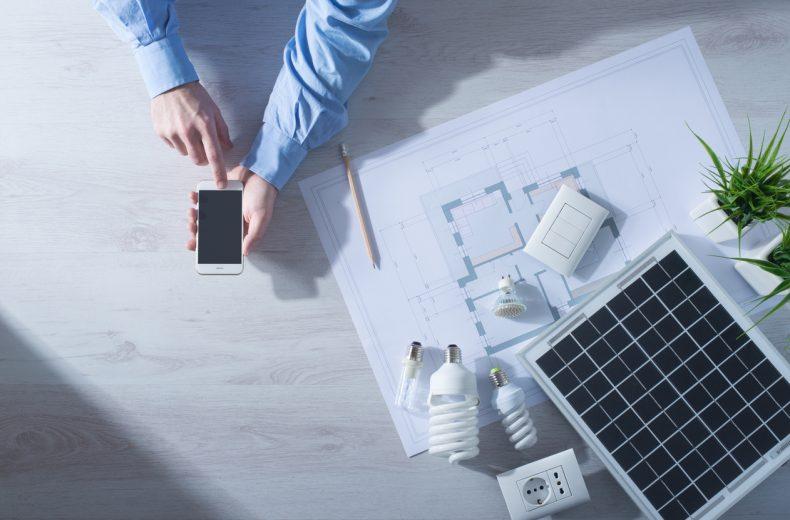 太陽光発電について携帯で調べる